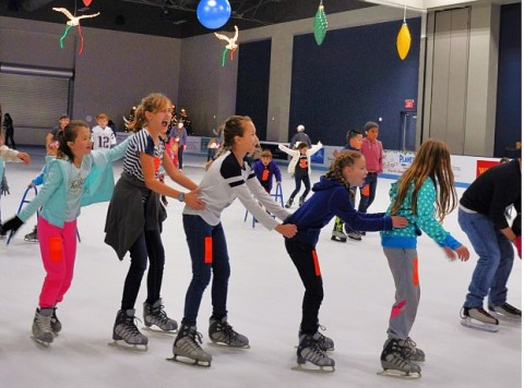 Now open for the 2017-2018 season, The Ice Rink at The Woodlands Town Center presented by Sewell will be open for special holiday hours as schools let out for the holiday break.